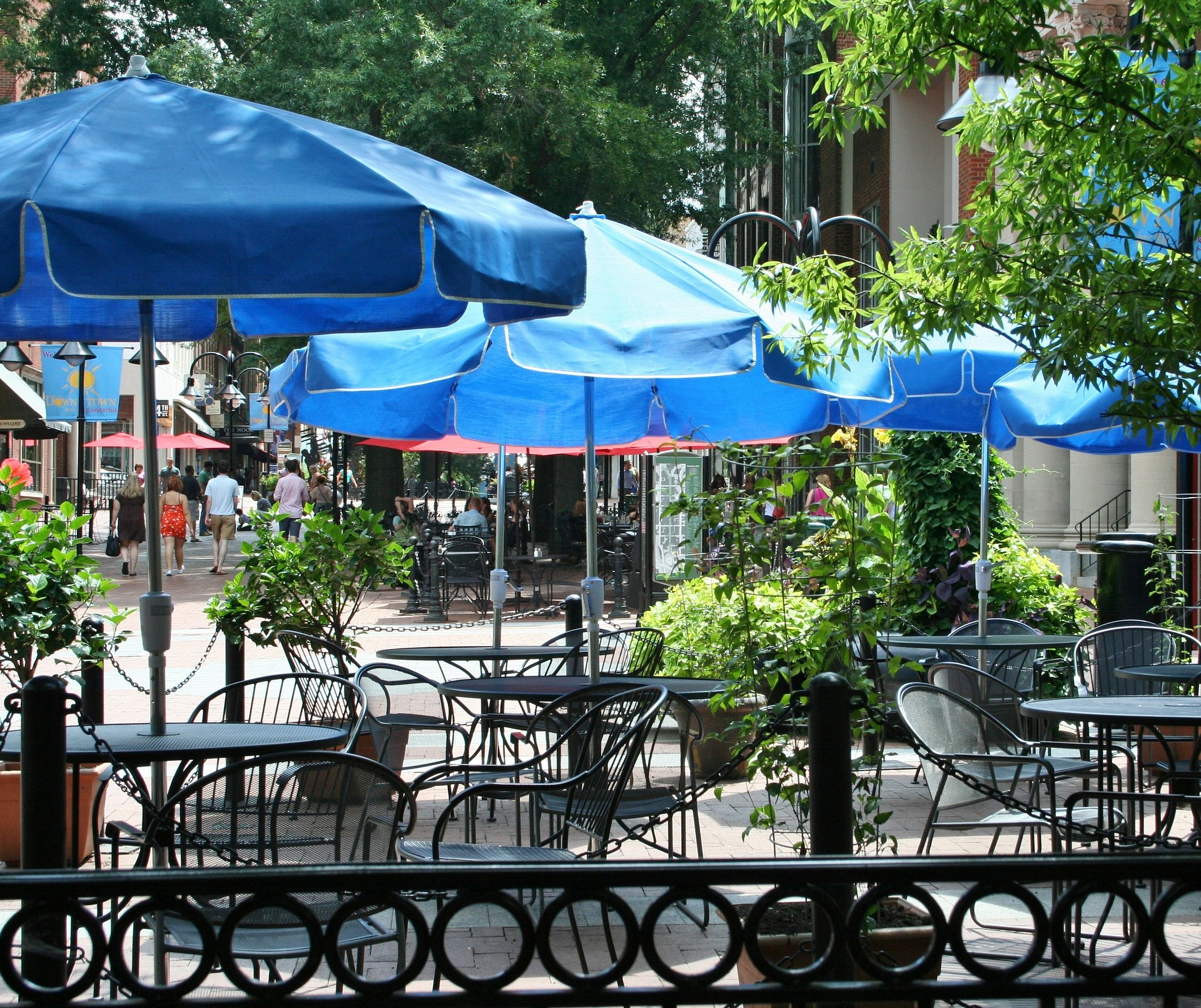 Patio Umbrellas in Sidewalk Cafe